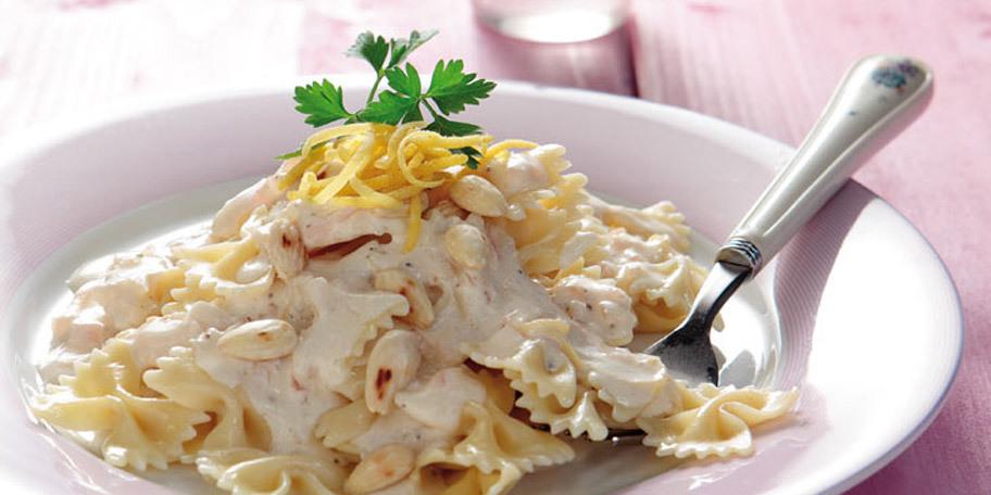 Φιογκάκια με σάλτσα λεμονιού
