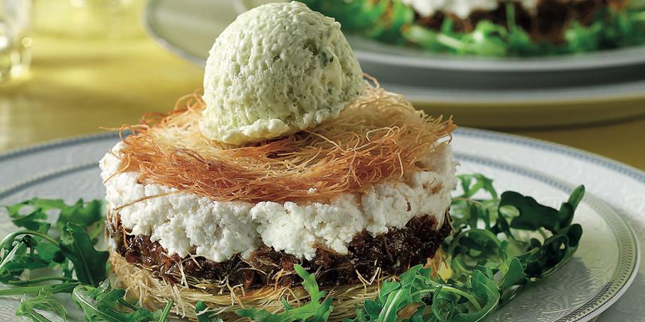 Ατομικές σαλάτες με φέτα και ανθότυρο, κανταΐφι ψητό και σορμπέ λαδολέμονο με θυμάρι